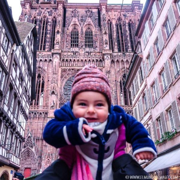 En Estrasbugo. Primer viaje invernal con Kai. Primera prueba viajando con bebés