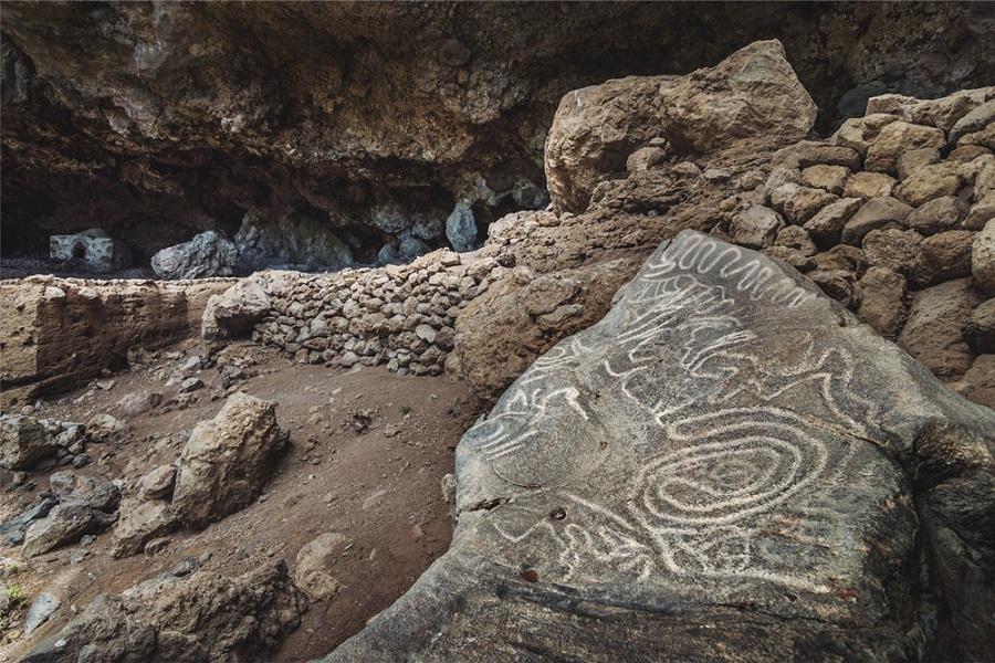 Cueva de Belmaco, los primeros petroglifos de La Palma