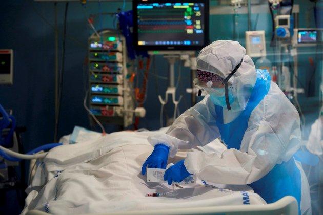 Professional sanitari COVID-19 UCI hospital del Mar de Barcelona - Efe