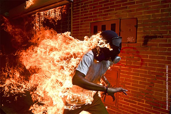 006 World Press Photo of the Year Nominee Ronaldo Schemidt Agence France Presse Online