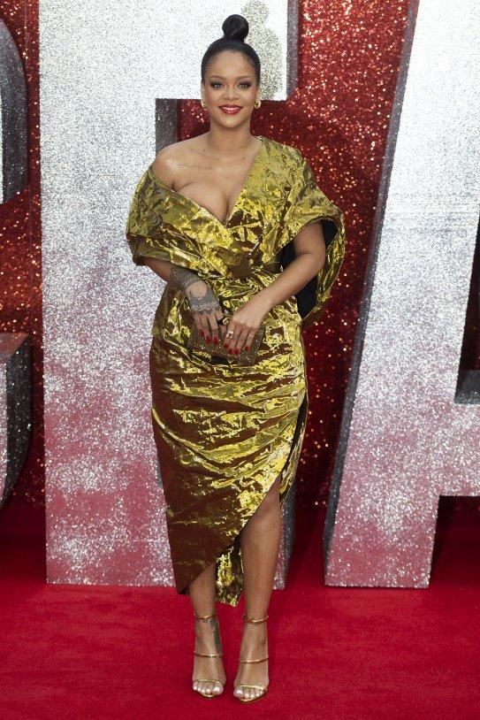 Rihanna vestit daurat 4 EFE