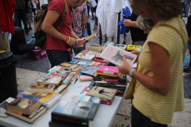ELNACIONAL llibres acampada sant jaume Carles Palacio