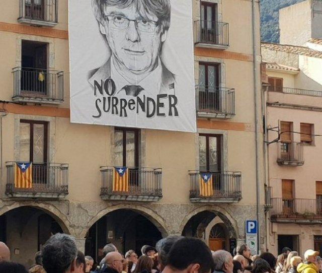 Puigdemont Amer Mural Twitter Vadorclarapons