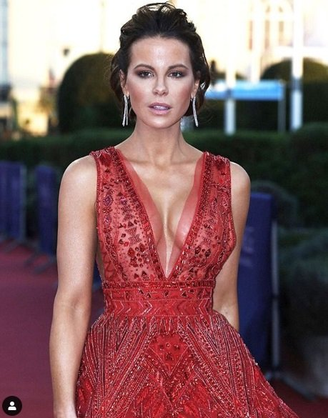 kate beckinsale red dress