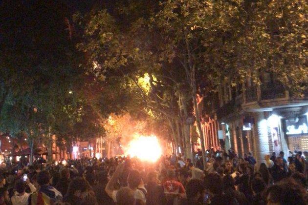 Arden contenedores barcelona delegación gobierno - JG