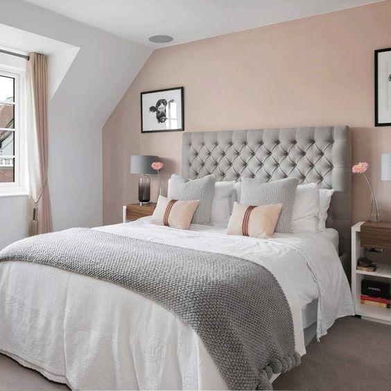 Habitación de matrimonio con pared en rosa palo