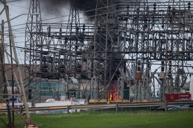 Un incendio en la subestación de distribución de energía de Monacillos en San Juan, el jueves 10 de junio de 2021, dejó sin servicio eléctrico a múltiples abonados del área metropolitana y pueblos limítrofes.