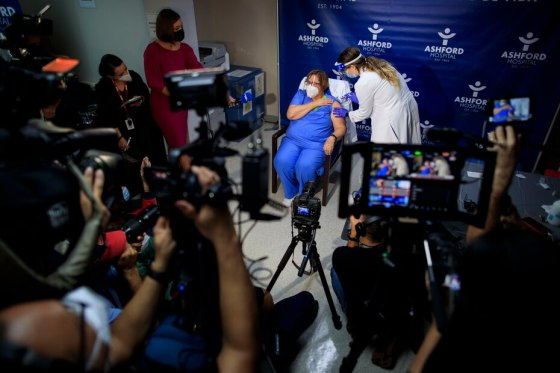 Sala del hospital Ashford has administraron las primeras vacunas contra el COVID-19.