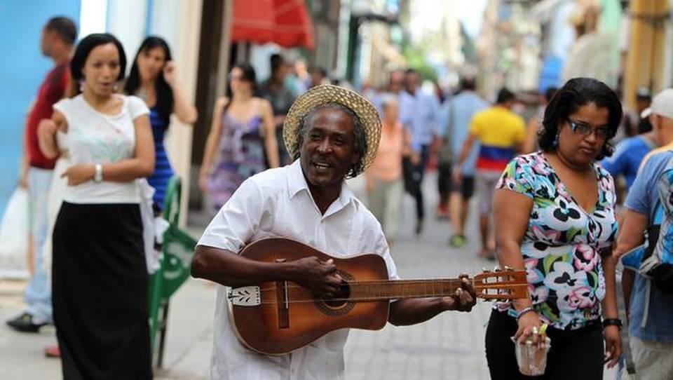 Los cambios en la situación desventajosa de los afrodescendientes en Cuba han sido más aparentes que reales a lo largo de décadas, y el futuro parece deparar mayores tropiezos económicos, según analistas.