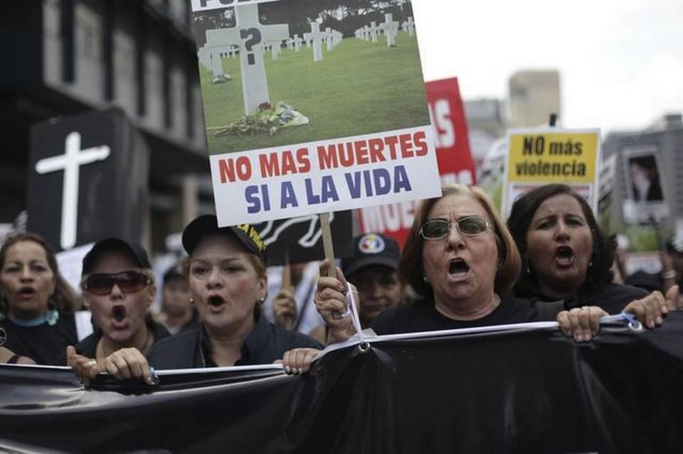 Una protesta en el 2009, en Caracas, contra la violencia y la criminalidad en Venezuela.
