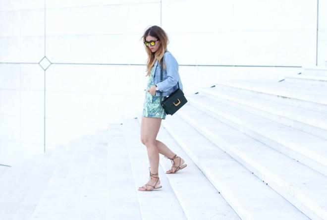 shooting blogger