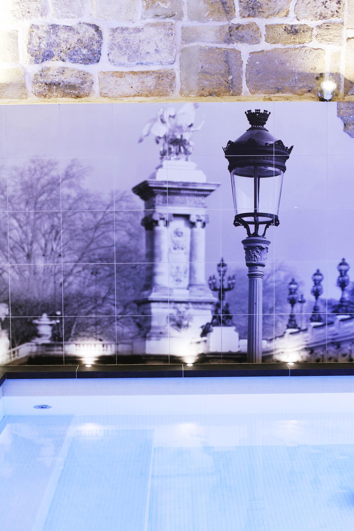 une nuit l 39 hotel la lanterne elodie in paris. Black Bedroom Furniture Sets. Home Design Ideas