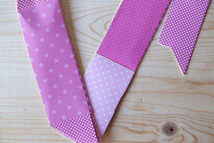 141214 diy2 690x460 DIY : Recycler ses emballages cadeaux en marque page