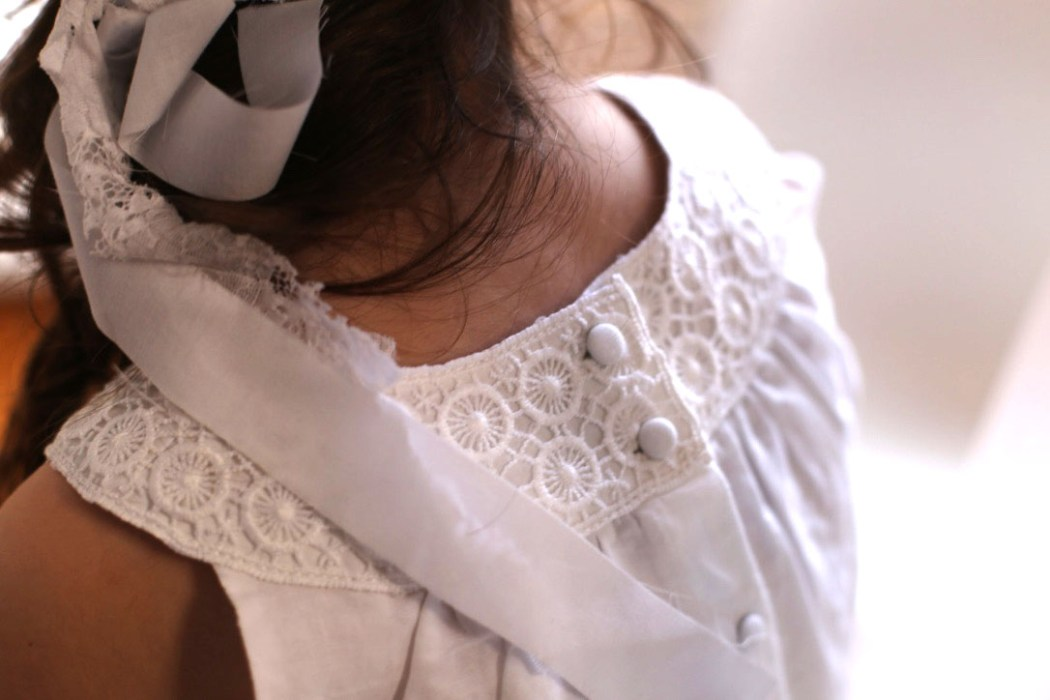 160404 look bapteme Petit look de cérémonie en blanc, en rose et en broderies