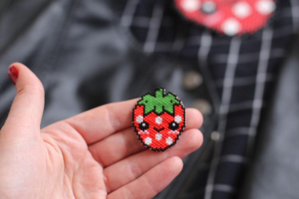160421 fraise kawaii brick stitch Une petite fraise Hama en perles Miyuki (diagramme gratuit))