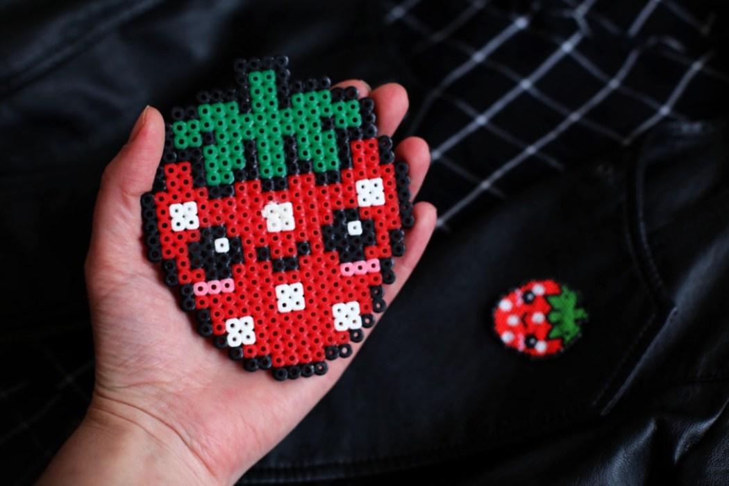 160421 miyuki fraise kawaii Une petite fraise Hama en perles Miyuki (diagramme gratuit))