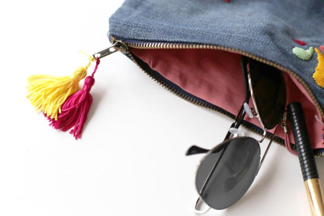 160905 pochette ponpom boheme jeans Ma pochette brodée pour faire durer lété (spécial récup)