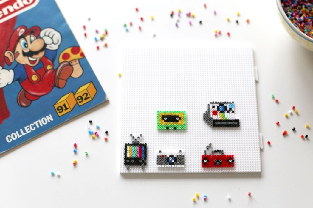 170125 perles hama mini electronic vintage Mes badges electronic design en Mini perles Hama