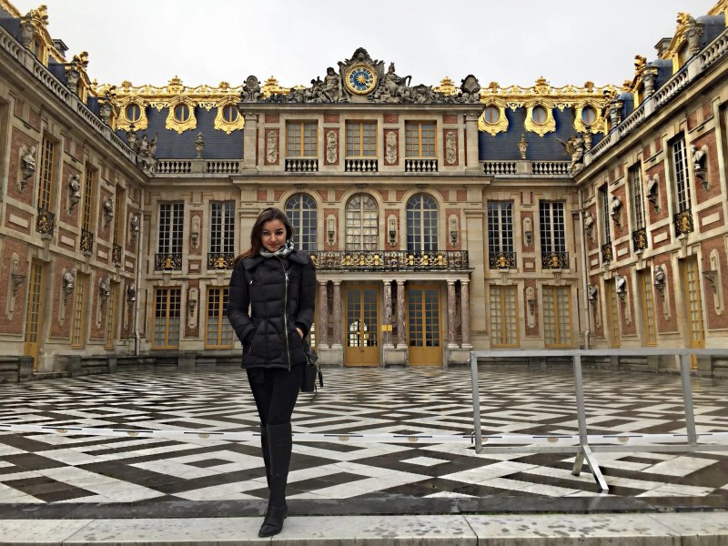elona Karaffin in front of palace of Versailles