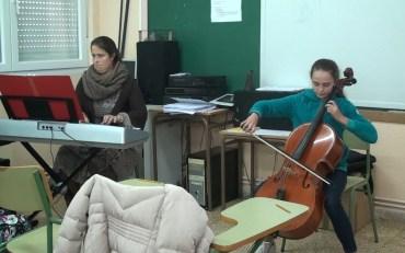 AUDICIÓN DE VIOLONCHELO Y PIANO EN EL AULA DE MÚSICA.