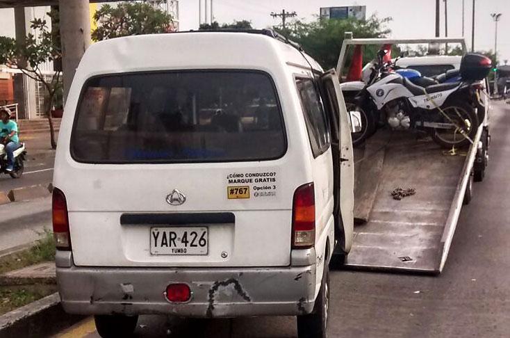 Ordenan detención de conductor que arrolló a tres guardas de Tránsito