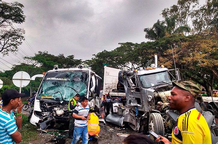 Choque múltiple en vía Cali - Jamundí deja cerca de 16 heridos