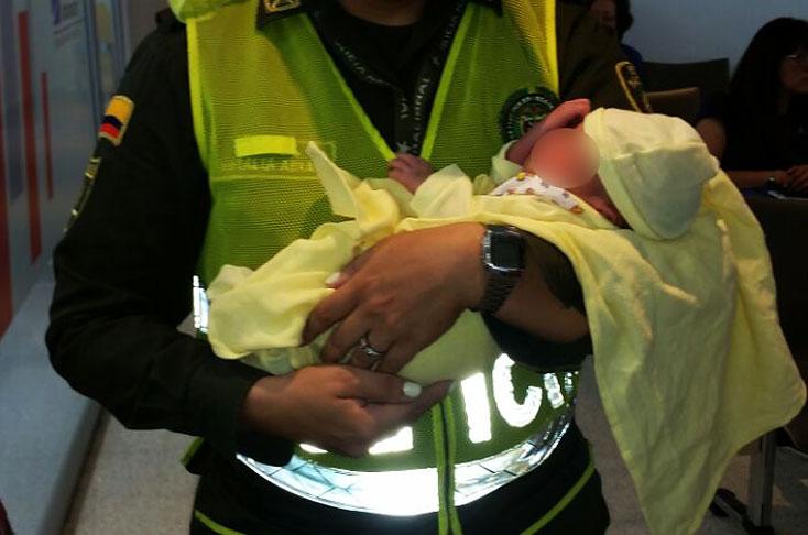 Encuentran un bebé recién nacido en un tarro de basura en Cali