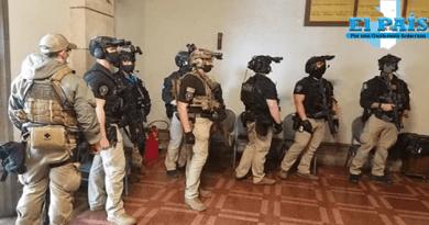 fotografía de los francotiradores que resguardan a kamala harris