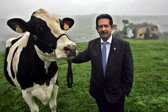 El ex-presidente cántabro, Miguel Ángel Revilla, en Oruña de Piélagos