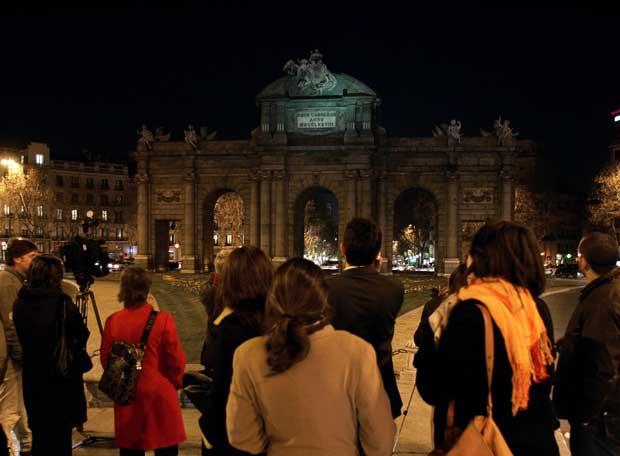 La Puerta de Alcalá a oscuras