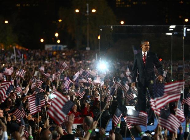 La multitud aclama a Obama