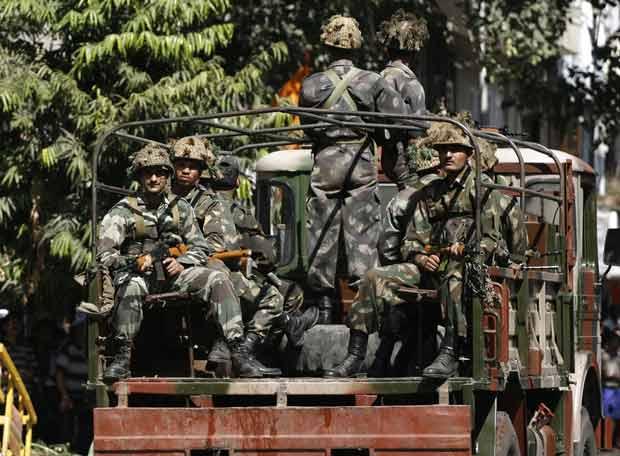 Terror en Bombay - Pánico en torno al hotel