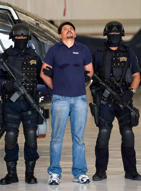 https://i0.wp.com/www.elpais.com/recorte/20090713elpepiint_2/LCO340/Ies/Arnoldo_Rueda_miembro_cartel_Familia.jpg