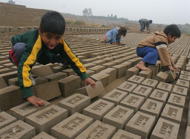 Menores trabajando en Perú