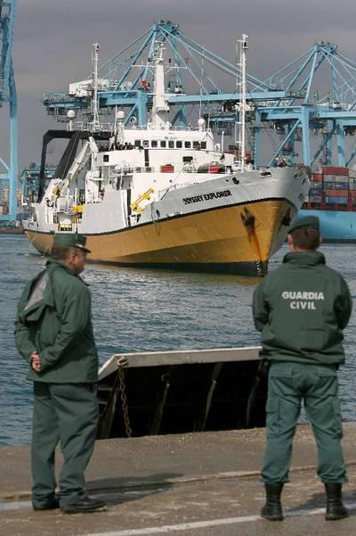 El Odyssey Explorer (derecha), en el puerto de Algeciras el 16 de octubre de 2007.-