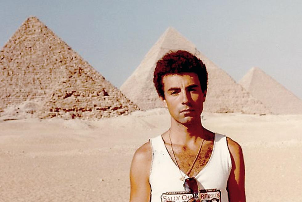 Miguel Lorente Acosta, durante un viaje a Egipto en 1984
