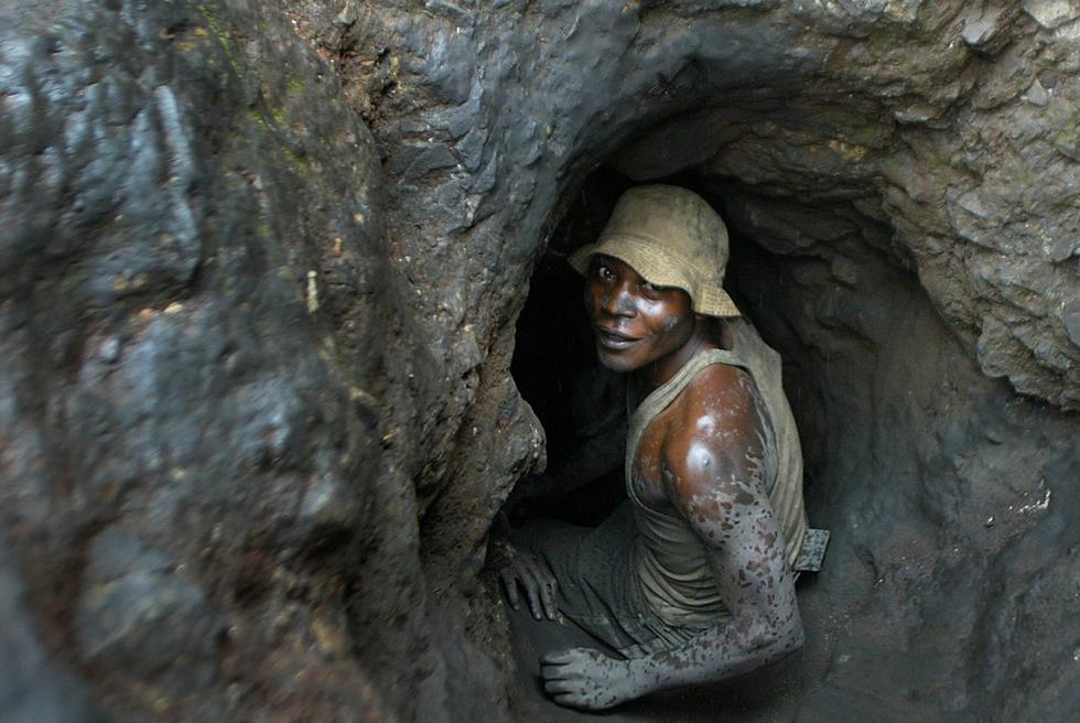 Un operario en una mina de la República Democrática de Congo