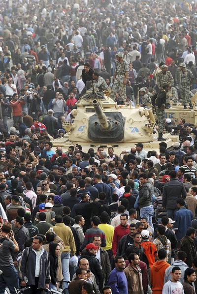 Tanques del Ejército egipcio en El Cairo
