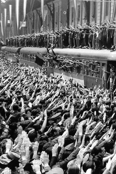 Despedida de voluntarios de la División Azul en la estación del Norte de Madrid en 1941.