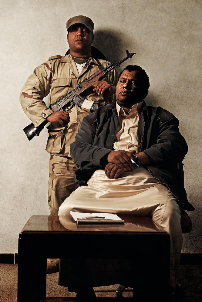 Retratos de rebeldes libios  - El coronel, el soldado y el apoyo popular