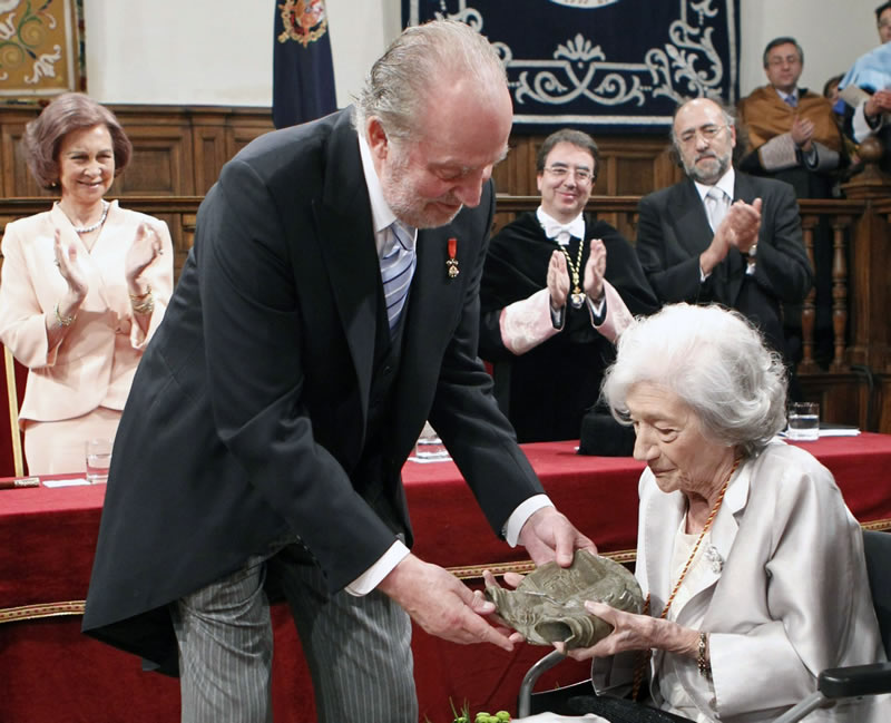 Ana María Matute receives Cervantes Prize from the King of Spain