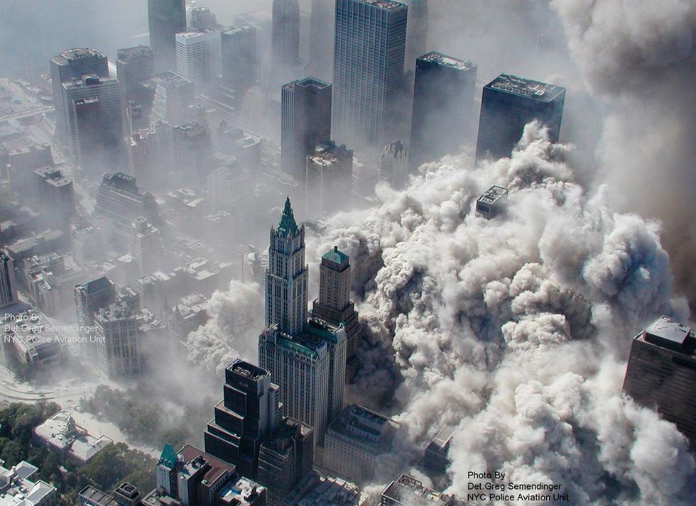 Imagen tomada por el departamento de policía de Nueva York y obtenida cedida a la cadena ABC que muestra una vista aérea del atentado terrorista contra las torres del World Trade Center.