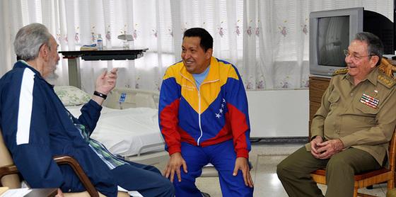 Chávez, Fidel y Raúl Castro