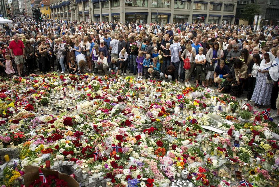 Doble atentado en Noruega - Una alfombra de flores
