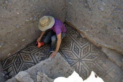 Excavación en el foro romano de Cástulo