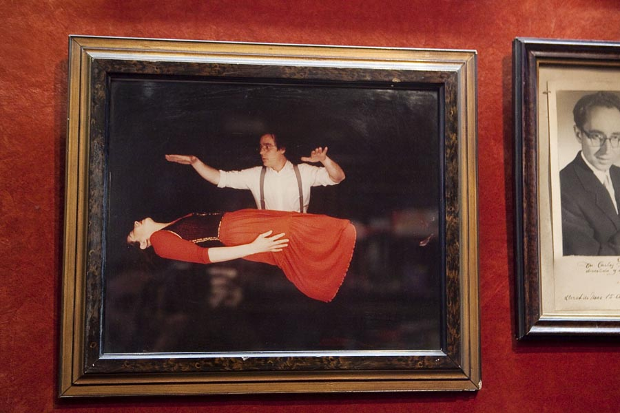 Museum Picture of Floating Body Trick
