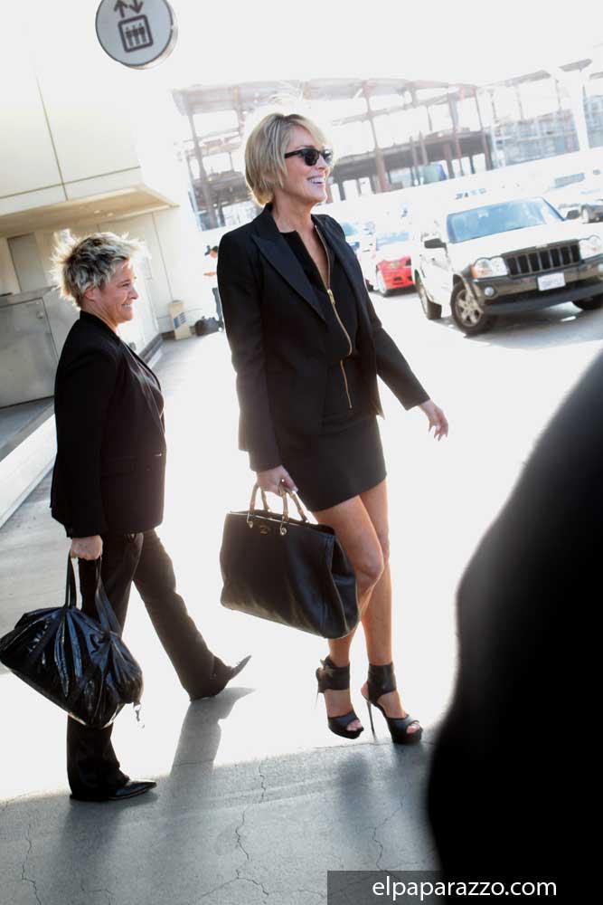 Sharon Stone en el aeropuerto de Los Angeles, California.