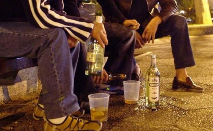 Estudiantes posadeños beben alcohol cerca del colegio - El Parana Diario