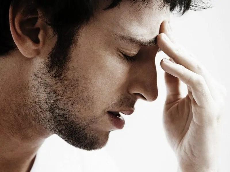Diagnosi del medico per le emicranie e le emicranie