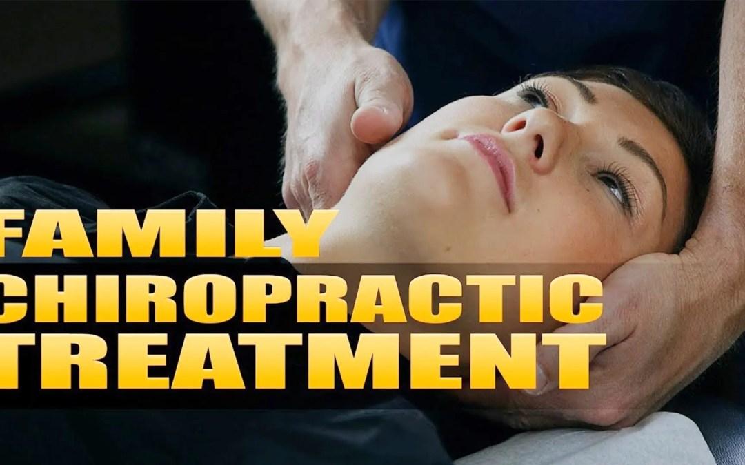 Tratamiento de dolor quiropráctico familiar | Vídeo